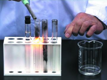 みる、わかる、やってみたくなる、化学実験!