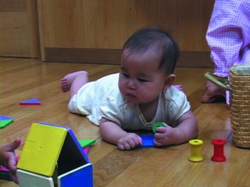 あそびの中で乳児は学ぶ